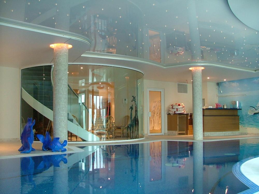 Swimming pools domestic modern ceilings southern ltd - Domestic swimming pools ...